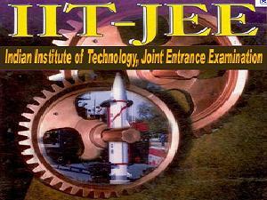 JEE Online, Offline Exams Held Next Year