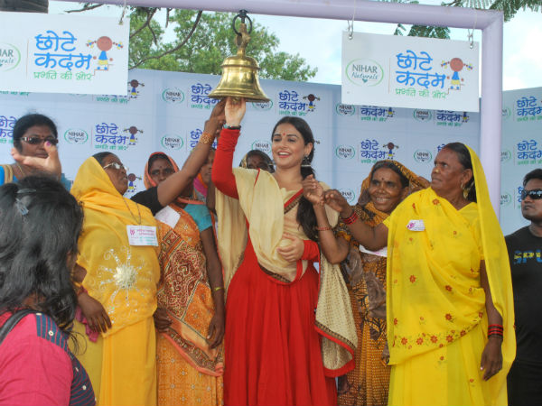 Vidya and self help group women taking a pledge for education
