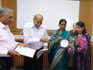 Ms Sunita Narula Gets Best Teacher Award