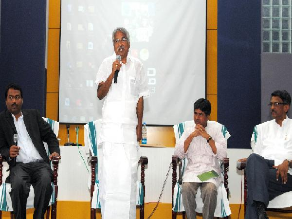 Chief Minister gives leadership lessons to students
