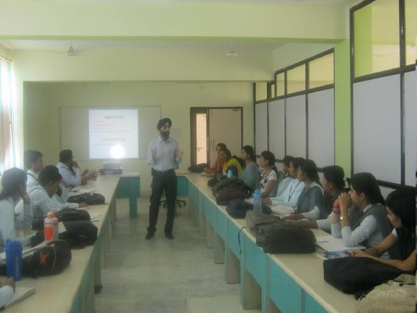 'Career Business School' held a guest lecture on Career opportunities