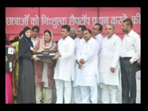 UP CM Distributes Laptops to Students