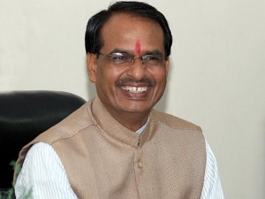 Chouhan distributes cheques to students