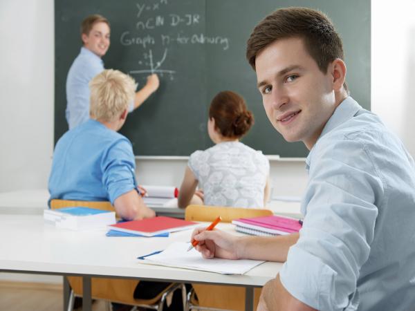 compare contrast kindergarten teachers and university teachers