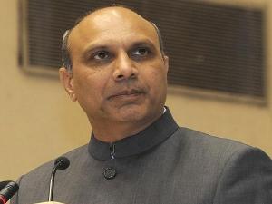 Dr.MM.Pallam Raju addresses a colloquium