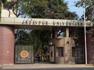 Students gherao JU VC, pro-vc