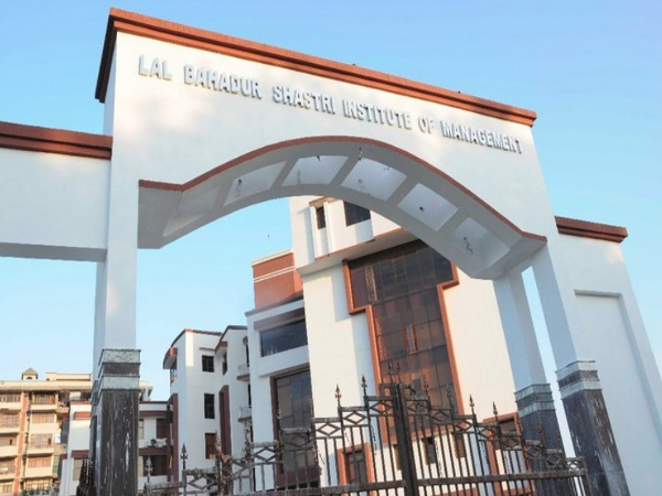 PG Diploma in General & Finance at LBSIM