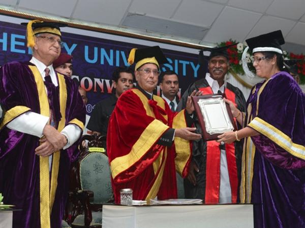 Pranab Mukherjee at Pondicherry Varsity