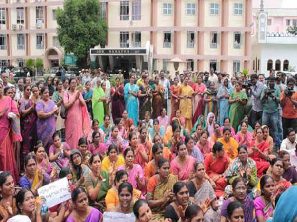 Seemandhra teachers agree to end strike
