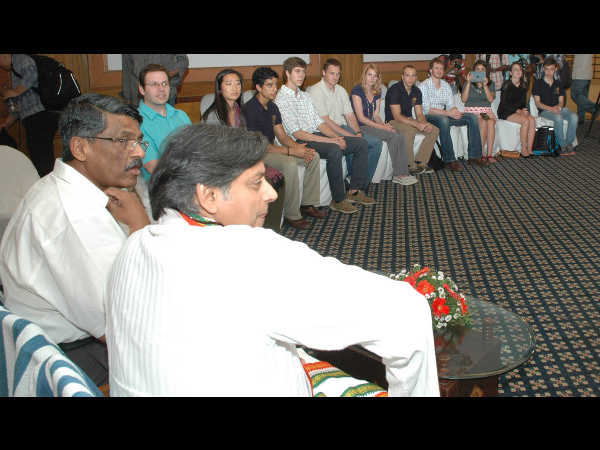 Dr Shashi Tharoor interacting with students from Kansas University at a programme hosted by Asian School of Business