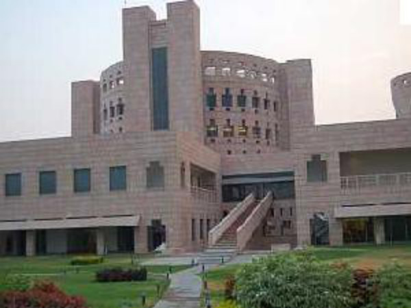Technology, consulting make maximum offers at ISB