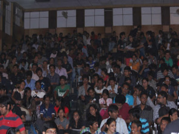 Rv College Concludes The Game Of Quiz Under The Peepal