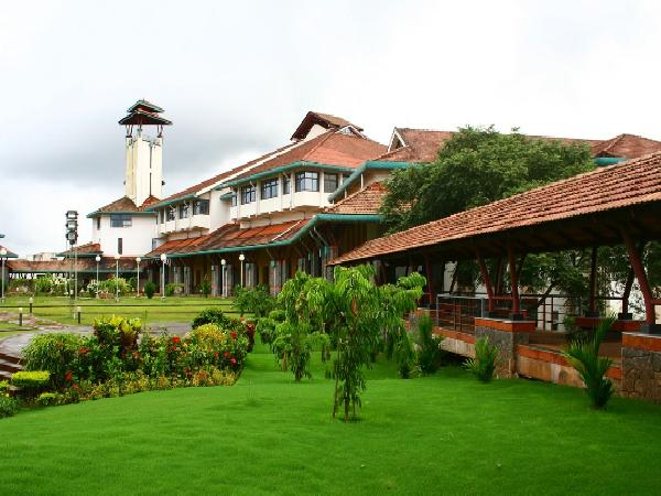 IIM Kozhikode offers EMPD in 4 fields.