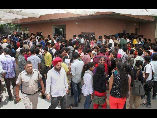 Delhi Varsity website crashes, students protests