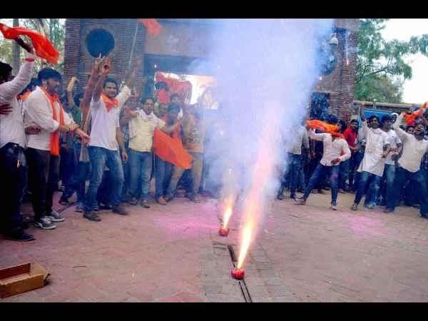 Delhi University VC resigns, Students celebrates