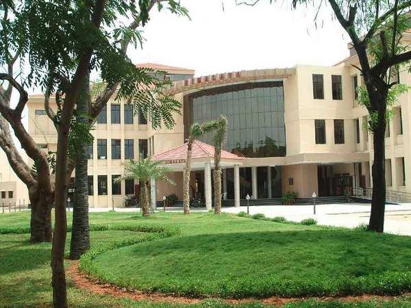 MNCs make 487 job offers at IIT, Madras