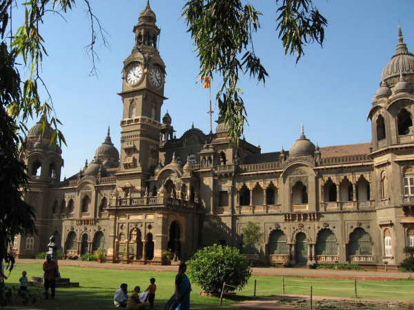 Welukar resumes duties as Mumbai University VC