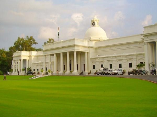 IIT Roorkee offers admissions for M.Tech/M.Arch