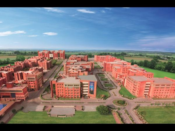 Amity varsity offers admissions for B.Tech/M.Tech
