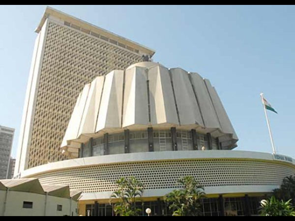 Assembly passes bill regulating fees, admission