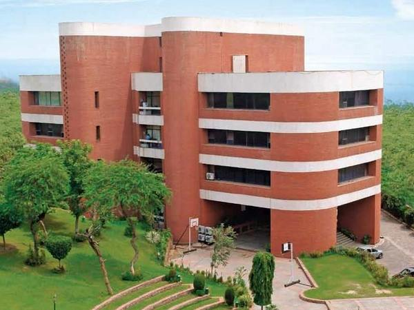 IMI New Delhi offers admissions for Executive PGDM