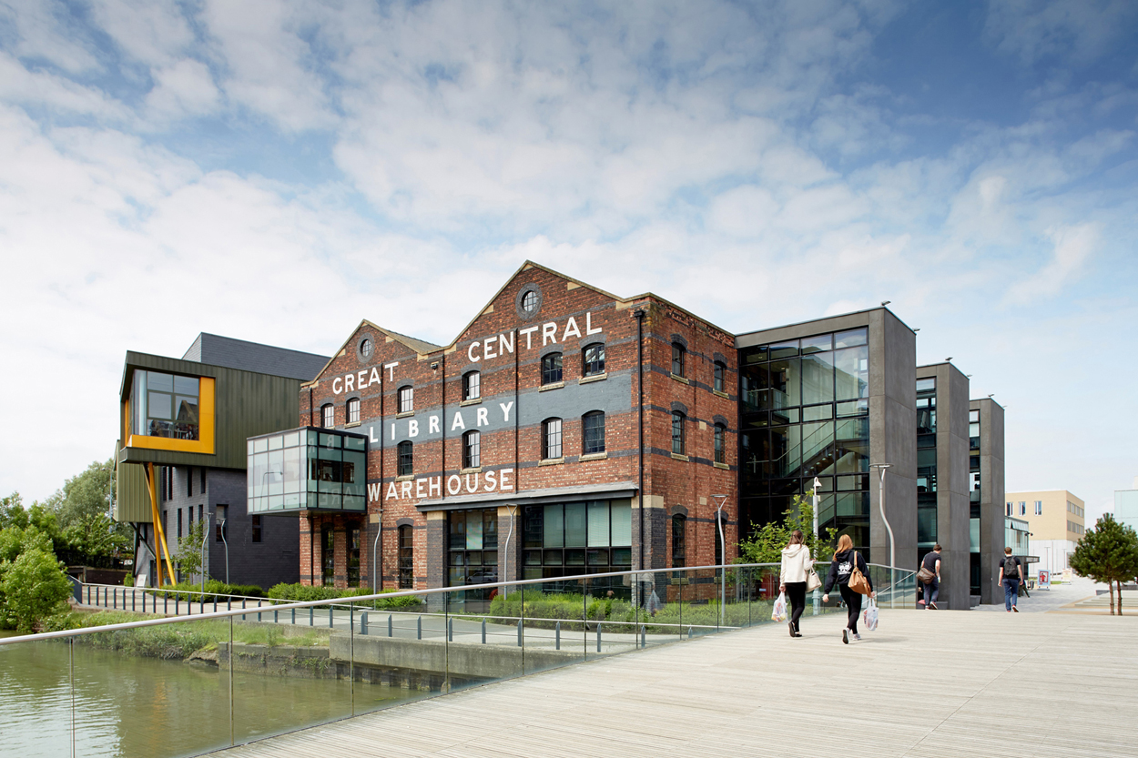 University of Lincoln Offers BA (Hons) in Fashion
