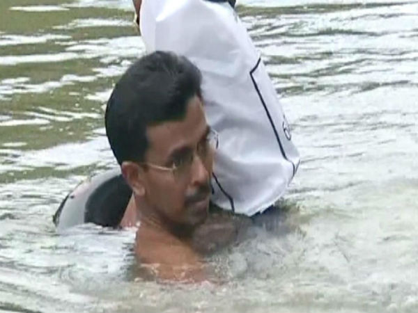 Abdul Malik - Swims to reach school on time