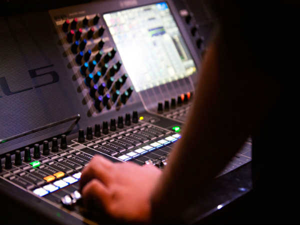 Online Course On Audio-Visual Media