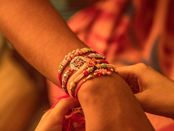 Raksha Bandhan 2019: Make Your Sibling Stand Out In Academics With Your Rakhi Gifts